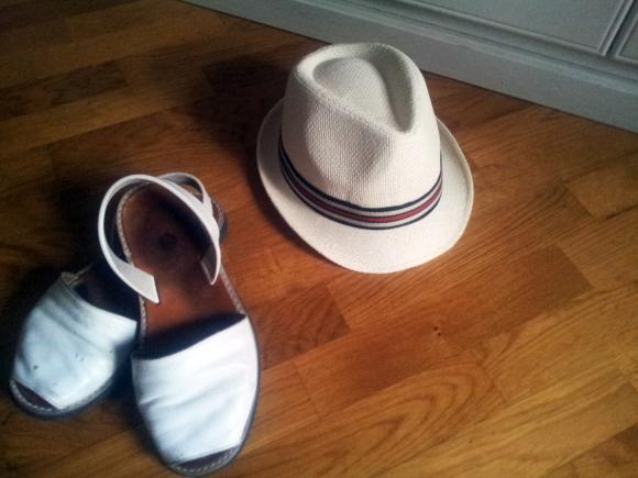 Cappelli e scarpe imbarazzanti