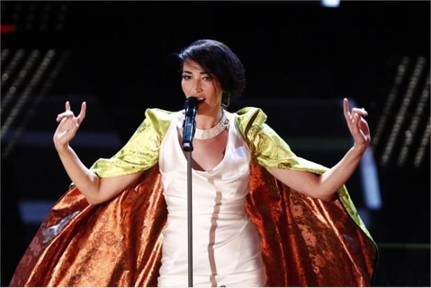 Nina Zilli versione Malefica che fa le corna nelle foto come Berlusconi [LaPresse]